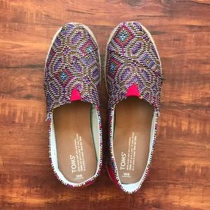 LIKE NEW! MULTI-COLOR TOMS